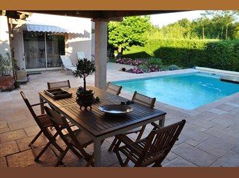 Appartager FR - Chambre dans villa piscine wifi, Albi - 320 € /Mois