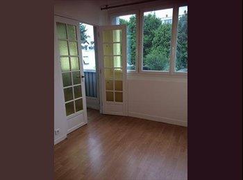 Appartager FR - Colocation  tranquille et meublé  à rueil-malmaison , Suresnes - 580 € /Mois