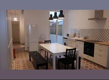 Appartager FR - COLOCATION NICE Maison 3 chambres avec terrasse au calme proche mer, parking, Nice - 605 € /Mois