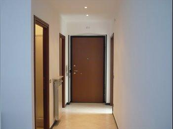 EasyStanza IT - Affitto una bella stanza singola luminosa, Genova - € 250 al mese