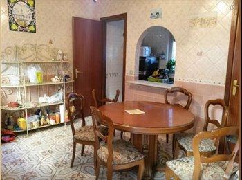 EasyStanza IT - Affittasi appartamento con 5 ampie stanze da letto, Palermo - € 210 al mese