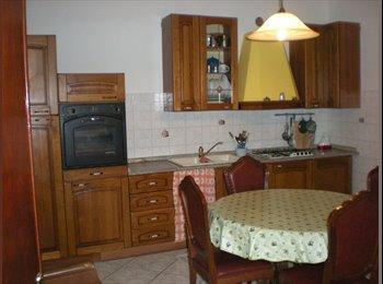 EasyStanza IT - affitta camere o posto letto, Prato - € 330 al mese