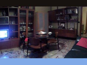 EasyStanza IT - Suite / monolocale vicino Palazzo Borsalino, Alessandria - € 350 al mese
