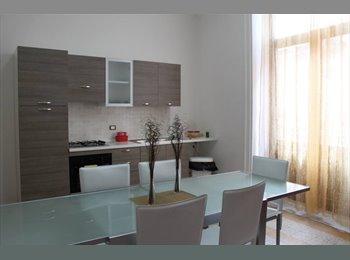 EasyStanza IT - Camera singola arredata spaziosa con balcone in appartamento centralissimo - Casa Maqueda, Palermo - € 220 al mese