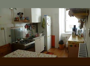 EasyStanza IT - Libera dl primo aprile piccola singola con letto alto Ikea. , Trieste - € 230 al mese