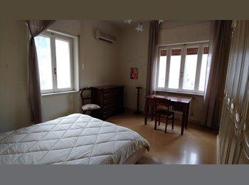 EasyStanza IT - ampia stanza matrimoniale, Pescara - € 230 al mese