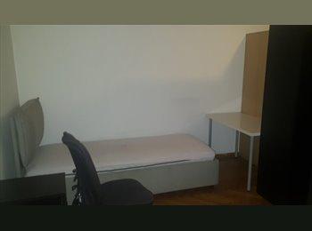 EasyStanza IT - Missori - Posto letto - Bed in a large and bright double room, Milano - € 425 al mese