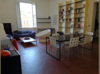 EasyStanza IT - Letto in camera doppia, Modena - € 275 al mese