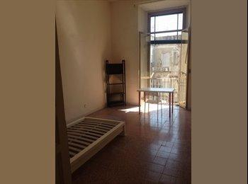 EasyStanza IT - APPARTAMENTO LIBERO per Studenti/esse della Parthenope con sede al Centro Direzionale. , Napoli - € 300 al mese