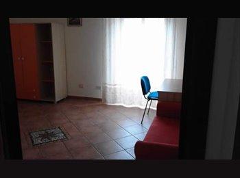 EasyStanza IT - Affittasi appartamento/ stanze studenti  , Palermo - € 100 al mese