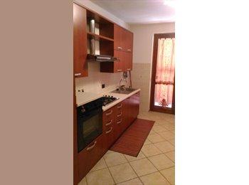 EasyStanza IT - posto letto in camera singola, Pistoia - € 280 al mese
