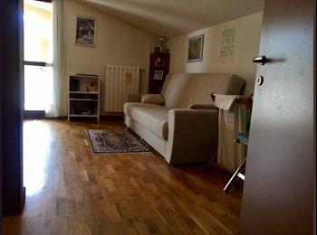 EasyStanza IT - Ampia stanza con bagno privato e terrazza vicino Firenze, Prato - € 350 al mese