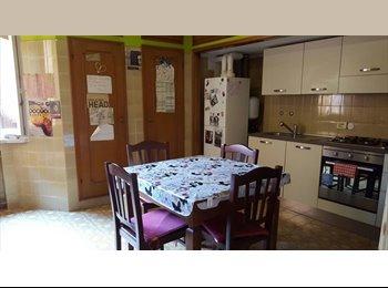 EasyStanza IT - Posto letto in camera doppia, Modena - € 143 al mese