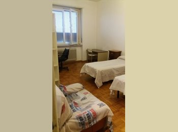 EasyStanza IT - grande stanza di circa 20 m , Nichelino - € 350 al mese