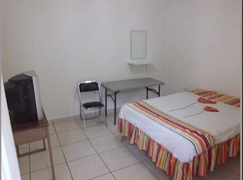 CompartoDepa MX - Habitacion amueblada centrica con baño muy amplia, Aguascalientes - MX$2,100 por mes