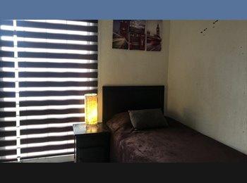 CompartoDepa MX - Habitación con baño propio, amplia y amueblada, servicios incluidos, excelente zona, Zapopan - MX$4,500 por mes