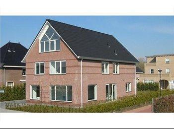 EasyKamer NL - Luxe ruime kamer 25 m2 in vrijstaande woning, Lelystad - € 425 p.m.