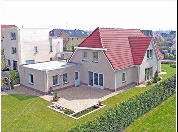 EasyKamer NL - Luxe benedenwoning 60 m2 in vrijstaande villa., Lelystad - € 695 p.m.