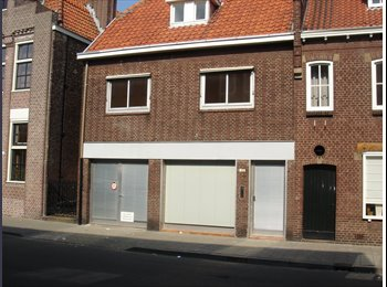 EasyKamer NL - Nu 4 kamers vrij in studentenhuis, Tilburg - € 285 p.m.