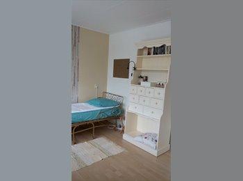 EasyKamer NL - Nice room 4 rent/Ruime Kamer te huur DE RIJP - Alkmaar, Alkmaar - € 25 p.m.
