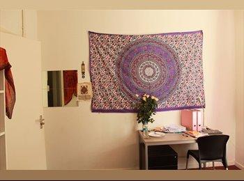 EasyKamer NL - 1 bedroom in 3 bedroom flat, Den Haag - € 300 p.m.