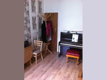 EasyRoommate UK - House available, Crookes - £250 pcm