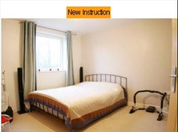 EasyRoommate UK - Double bedroom ensuite., Surbiton - £650 pcm