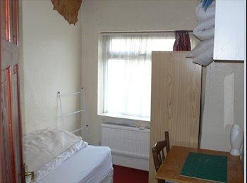 EasyRoommate UK - Single Room, Whitehall - £380 pcm