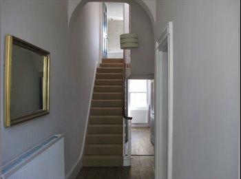 EasyRoommate UK - Central Cheltenham double room  in 4-way house share, Cheltenham - £395 pcm