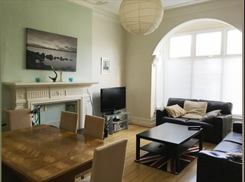 EasyRoommate UK - DOUBLE bedroom. Friendly ROUNDHAY House Share. ALL BILLS INC., Roundhay - £350 pcm