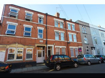 EasyRoommate UK - Northampton Rooms - Clean and tidy, Newly decorated, Abington - £380 pcm
