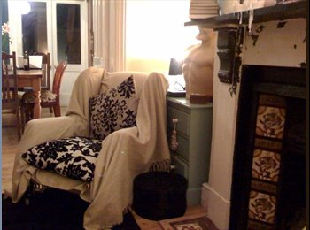 EasyRoommate UK - Beautiful town house in Canterbury, all bills inc - mature but funarty foodie housemates , Canterbury - £475 pcm
