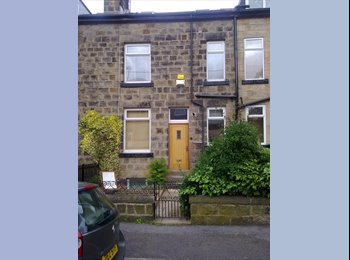 EasyRoommate UK - Young Professional wanted, Bramley - £325 pcm