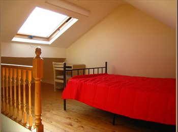 EasyRoommate UK - 2 Bedrooms in a 4 Bed Student House, Kensington Fields, Kensington - £325 pcm