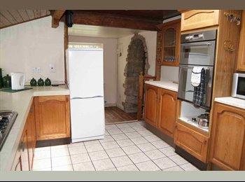 EasyRoommate UK - Walton cross cottage hudds, Huddersfield - £275 pcm