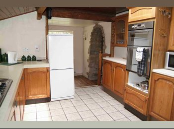 EasyRoommate UK - Walton cross cottage, Cleckheaton - £275 pcm
