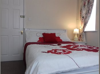 EasyRoommate UK - PARKING,FAST WIFI,REFURBISHED HOUSE NEAR SIXFILDS, Duston - £500 pcm
