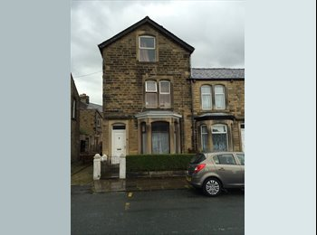 EasyRoommate UK - Huge 6-bed house available for 2017-18 - for group or individuals, Lancaster - £300 pcm