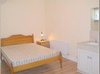 EasyRoommate UK - Large Double Room in Didsbury Village, Didsbury - £399 pcm