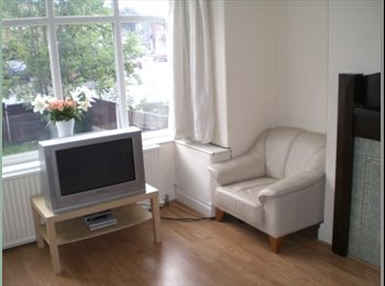EasyRoommate UK - Double room close to Didsbury Villlage, Withington - £399 pcm