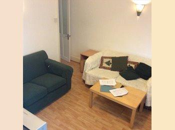 EasyRoommate UK - Double room  in house share M19 3DD  £425 inc bills., Levenshulme - £425 pcm