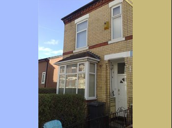 EasyRoommate UK - DOUBLE w/ extra Room & Ensuite, Manchester M8 4QZ, Crumpsall - £320 pcm