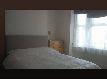 EasyRoommate UK - Double room to rent in Old Town, Swindon - £400 pcm