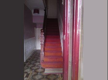 EasyRoommate UK - Maisonette 2 bedrooms central Neville Street, Riverside - £1,200 pcm