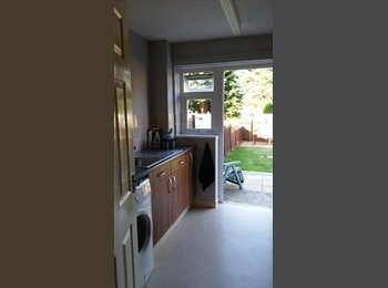 EasyRoommate UK - DOUBLE SIZE FURNISHED ROOM TO RENT, Sandhurst - £500 pcm