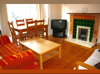 EasyRoommate UK -  3 big (&1 small) rooms in beautiful house for friendly postgrad students, Spital Tongues - £286 pcm