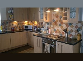EasyRoommate UK - Good Size DOUBLE room in large 4 bedroom house, Tuebrook - £300 pcm