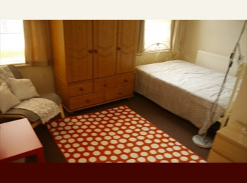 EasyRoommate UK -  2 bed flat / ensuit rooms / rooms coming free  AUG SEPT OCT, Potternewton - £400 pcm