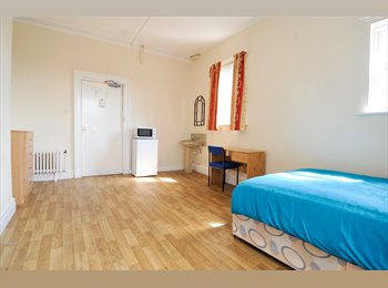 EasyRoommate UK - Big rooms in Belmont Gardens - Salford bordering city, Cheetham Hill - £477 pcm