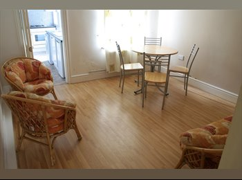 EasyRoommate UK - ManorStr HseShare-4 FFurnDBedrsIncl, Hockley - £412 pcm